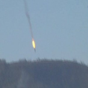 YOUTUBE Turchia abbatte jet russo: video dell'esplosione