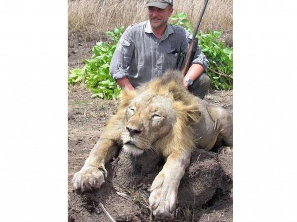 Luciano Ponzetto, veterinario che uccide leone in Tanzania