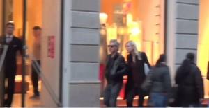 Luciano Ligabue e Barbara Pozzo: shopping natalizio a Milano