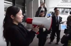 VIDEO YOUTUBE Megafono traduttore istantaneo, parli e lui...