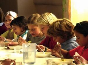 Mense scuola costi alti cibo scadente bimbi ci rimettono for Scuola di moda milano costi