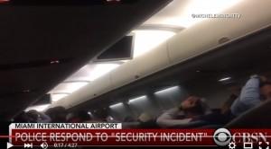 VIDEO YouTube: allarme pacco bomba, panico su aereo a Miami