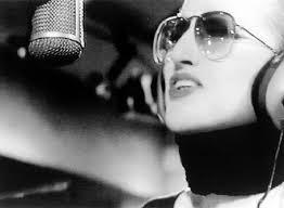 VIDEO YouTube. Mina canta a centenario Prima Guerra Mondiale