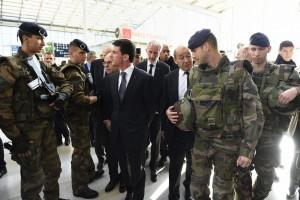 """Attentati Parigi, ministro: """"Chiuderemo moschee radicali"""""""