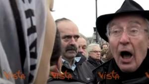 YOUTUBE Tensione arabi-francesi a cerimonia vittime Parigi