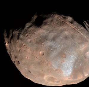 VIDEO YouTube. Marte sta distruggendo la sua luna Phobos