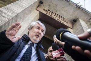 """Ministro Poletti: """"110 e lode a 28 anni non serve a un fico"""""""