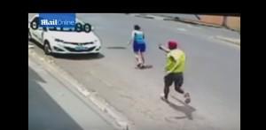 YOUTUBE Litiga con moglie e le spara per strada 11 volte