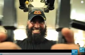 Abu Azrael mentre si allena in palestra