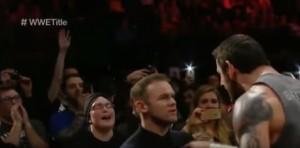 YOUTUBE Wayne Rooney, schiaffo a wrestler Wade Barrett e...