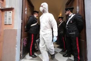Sul posto sono intervenuti i carabinieri della Stazione di San Lorenzo, il medico legale e il Nucleo investigativo di via In Selci (foto Ansa)