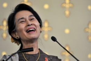 Birmania, trionfo San Suu Kyi. Governo ammette sconfitta