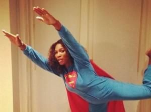 Serena Williams super: le rubano cellulare ma acciuffa ladro