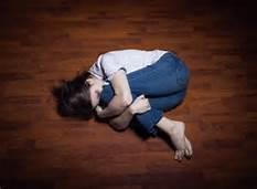 Una vittima di violenza sessuale