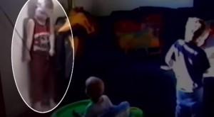 YouTube: bimbo rischia di strangolarsi con la tenda