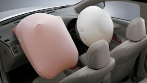 Toyota richiama quasi 2 milioni di auto: airbag difettosi