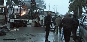 """Isis rivendica attentato bus a Tunisi: """"E' stato un nostro kamikaze"""""""
