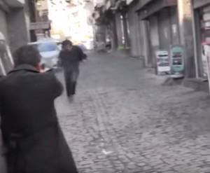 YOUTUBE Polizia tuirca lascia passare killer avvocato curdo