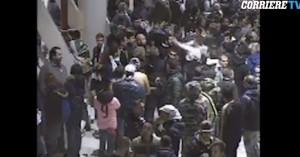 VIDEO Ultras Juventus saltano fila al bar e picchiano pure