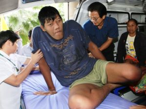 Thailandia: morto Pornchai Sawsri, uomo più alto del mondo