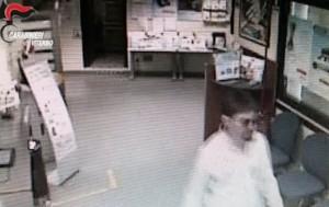 Viterbo, rapinavano banche con maschere e parrucche VIDEO