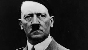 "Adolf Hitler ""aveva un solo testicolo e scrisse Mein Kampf..."""