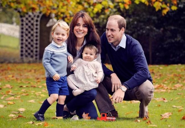 Kate Middleton, William, George e Charlotte: FOTO di Natale