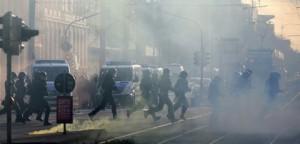 Germania, scontri manifestanti e polizia: 69 agenti feriti