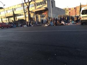 Roma, venditori abusivi minacciano vigili