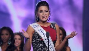 Destiny Velez, miss Puerto Rico contro Islam. Le tolgono titolo