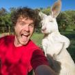 Alex, il professionista dei selfie con animali9