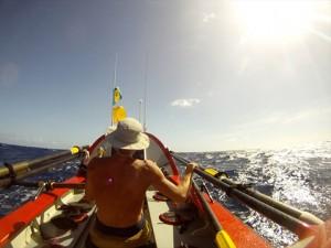 YOUTUBE Attraversa oceano Pacifico a remi: record