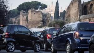 Roma, targhe alterne: 21 dicembre stop dispari