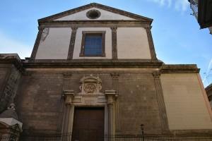 Simboli satanici nella presunta tomba di Dracula a Napoli