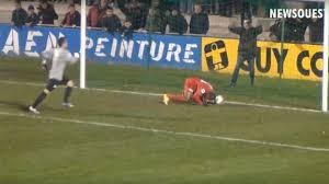 Herman Kore si sdraia e segna colpendo il pallone di testa