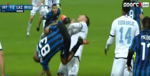 "Guarda la versione ingrandita di VIDEO YouTube Felipe Melo entrata ""Kung Fu"" su Biglia"
