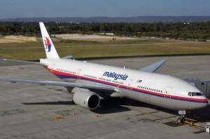 Aereo Malaysia giallo: decolla, sbaglia rotta, poi...