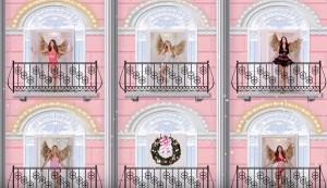 YOUTUBE Angeli Victoria's Secret cantano per Natale ma...