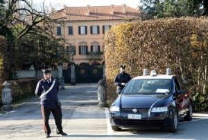 Arcore, Claudio Usala si dà fuoco davanti a villa Berlusconi