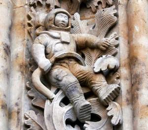 YOUTUBE Misterioso astronauta scolpito sulla cattedrale...