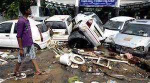 Auto colpite dal tifone a Chennai