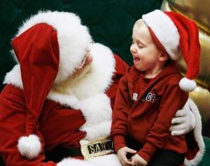 """Babbo Natale bandito da scuola: """"Spaventa bimbi immigrati"""""""
