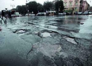Roma, tariffario buche: 3% a dirigenti per evitare controlli