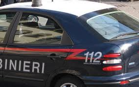 Mantova: trova ladri in auto, minacciato con cacciavite