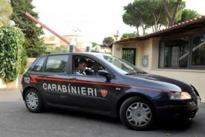 Parma, donna morta nell'androne di casa. Caccia a convivente
