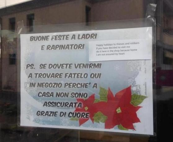 """""""Rapinatemi in negozio non a casa"""": cartello a Treviso"""