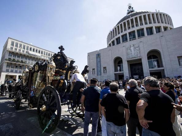 Elicottero Quadraro : Roma rischio casamonica bis bloccato in anticipo funerale