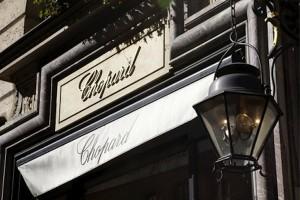 olpo grosso alla gioielleria Chopard di Parigi, a due passi dall'Eliseo. In pieno stato d'emergenza, nel cuore blindatissimo della capitale francese,