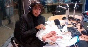 YOUTUBE La Zanzara Cruciani mangia un coniglio in diretta