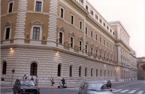 Roma, ex sottufficiale prova a bruciare ministero Difesa
